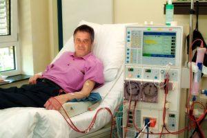 Patient en dialyse en clinique